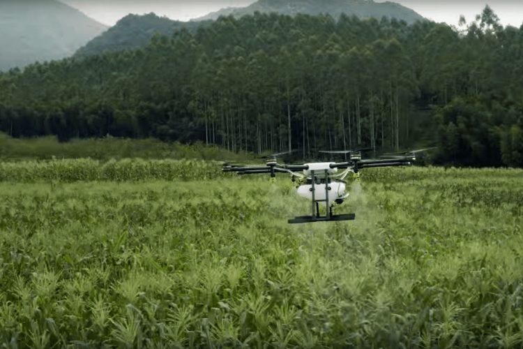 Drone Agras en espacio libre