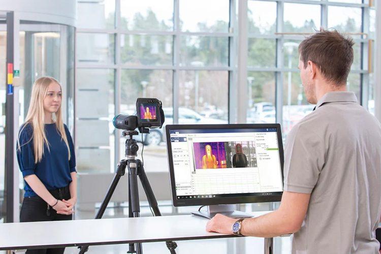 FLIR Screen-EST-camara-termografica-mida-fiebre-sin-contacto